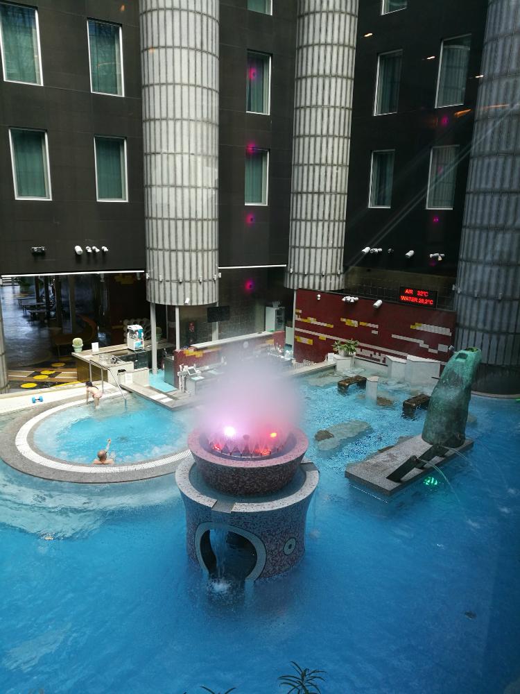 Uudistetun Tallink kylpylän uima-allasalue