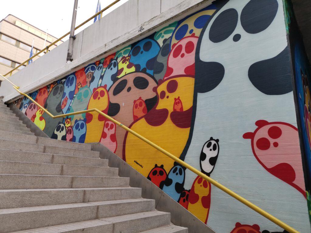 Värikkäitä pandoja Pasilassa, katutaidetta