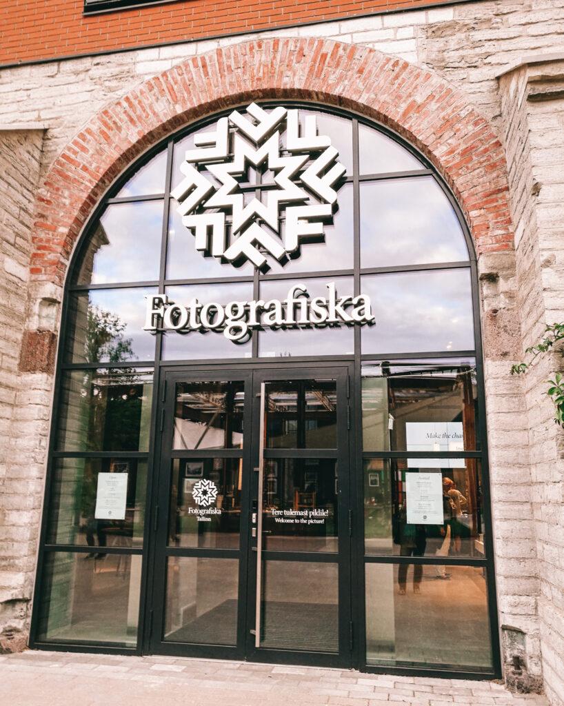 Valokuvateiteen museon sisäänkäynti Telliiskivi Tallinna